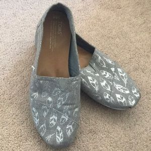 Toms Canvas Classic Loafer silver feather size 8.5